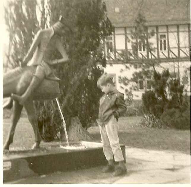 Lügenbaron Münchhausen auf seinem halben Pferd.