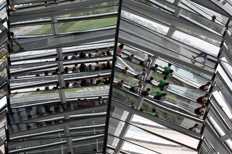 Reichstag: Interessante Spiegelung in der Mitte der Kuppel