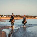 Strandreiten: Das Herbstvergnügen an der Ostsee