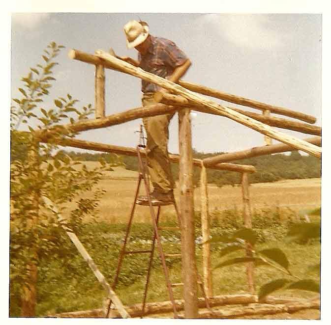 Mein Vater baut uns ein Blockhaus (eingescannte Aufnahme, deshalb die schlechte Qualität).