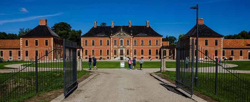 Die beeindruckende Fassade von Schloss Bothmer.