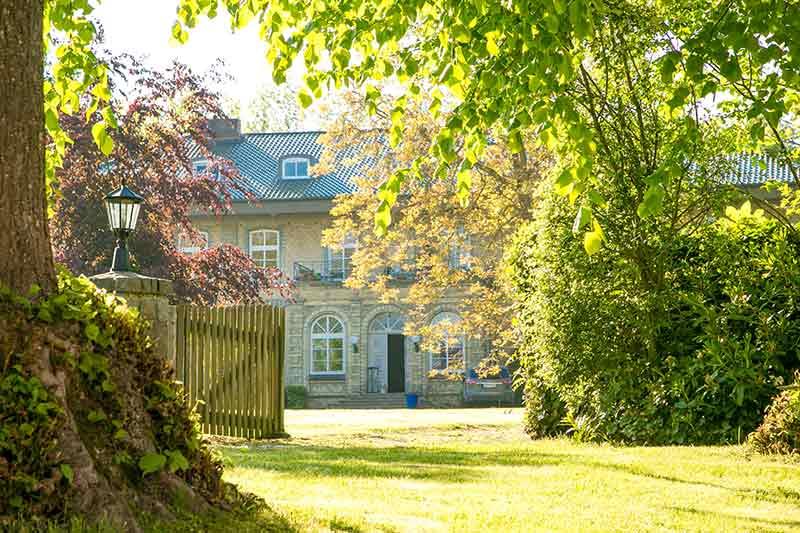 Das wieder aufgebaute Herrenhaus von Dunkelsdorf.