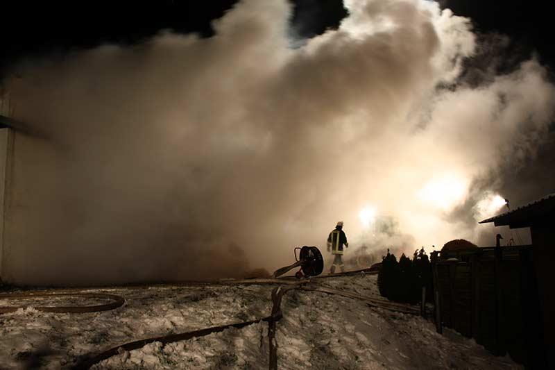 """""""Feuer groß"""" heißt es, wenn ein Großfeuer zu bekämpfen ist."""