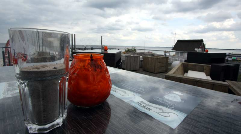 Strandlounge ohne Gäste