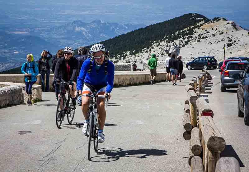 Angekommen auf dem Gipfel - ein großer Moment für jeden Rennradfahrer.