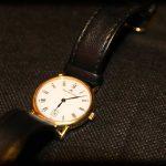 Armbanduhr: Freier Fall durch Raum und Zeit