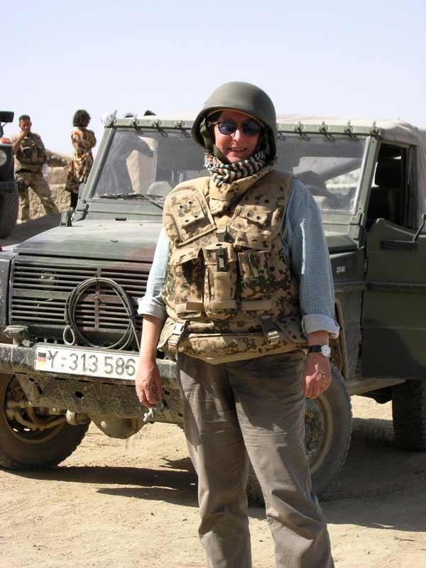 Afghanistan im Juni 2006: Bei 38 Grad mit Stahlhelm und Splitterschutzweste.